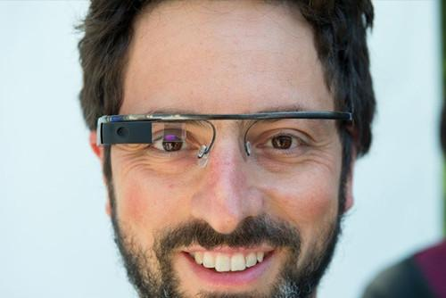 Google Glass may get more stylish with help from Oakley and Ray-Ban
