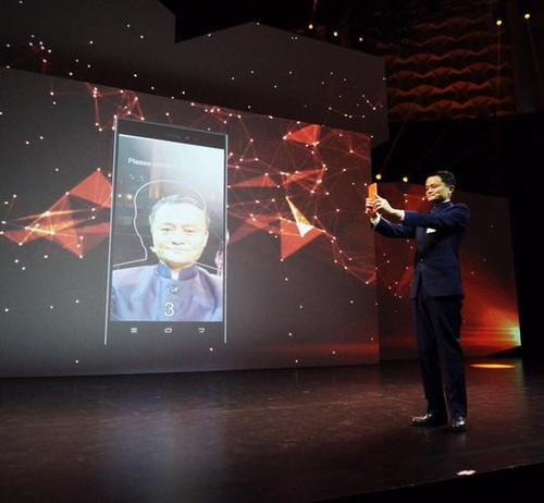 Jack Ma showing off Alipay's new facial recognition tech