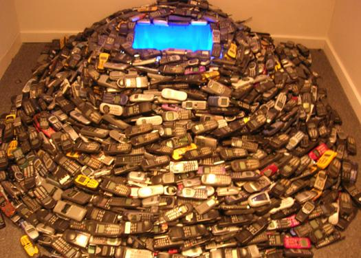 Turning 5,000 discarded mobile phones into art