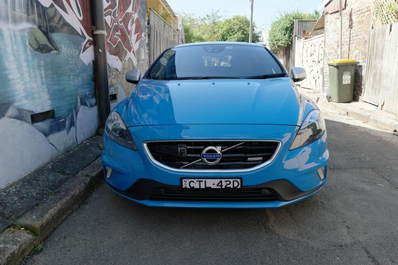 Volvo V40 T5 R-Design gallery (18 photos)
