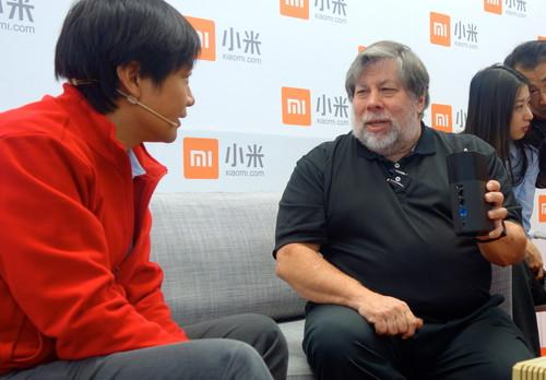 Steve Wozniak visits Xiaomi in China, endorses its products