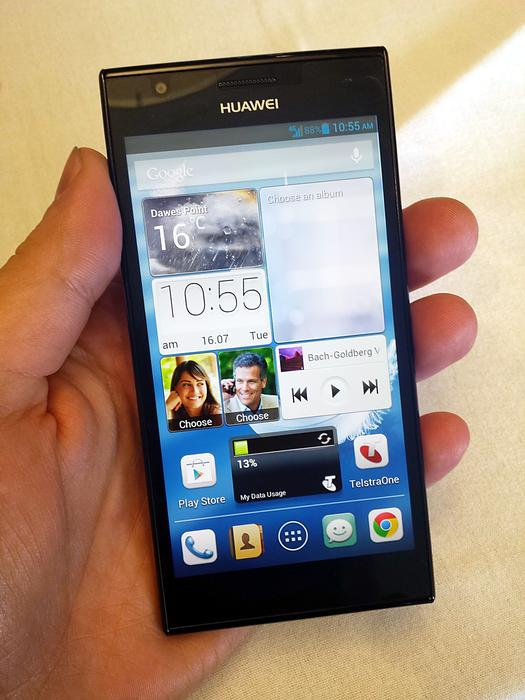 The Huawei Ascend P2's 4.7-inch, 1280x720pixel screen at full brightness.