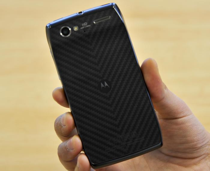 The Motorola RAZR V's Kevlar fiber backing.