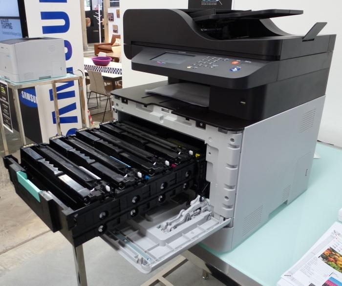The new layout of the cartridges makes the business-oriented CLX-6260 multifunction model very easy to maintain.