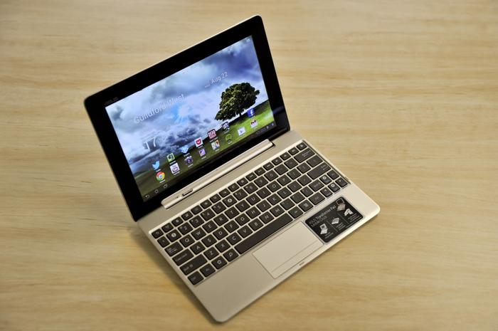 The Transformer Pad Infinity once again comes with a detachable keyboard dock, which ASUS bundles standard with Australian models.