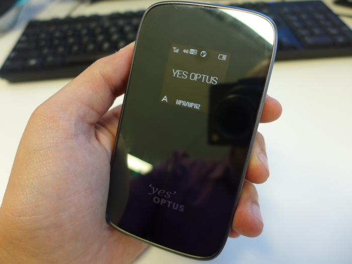 The glossy front of the Optus 4G Mini WiFi modem is hard to keep clean and very reflective.