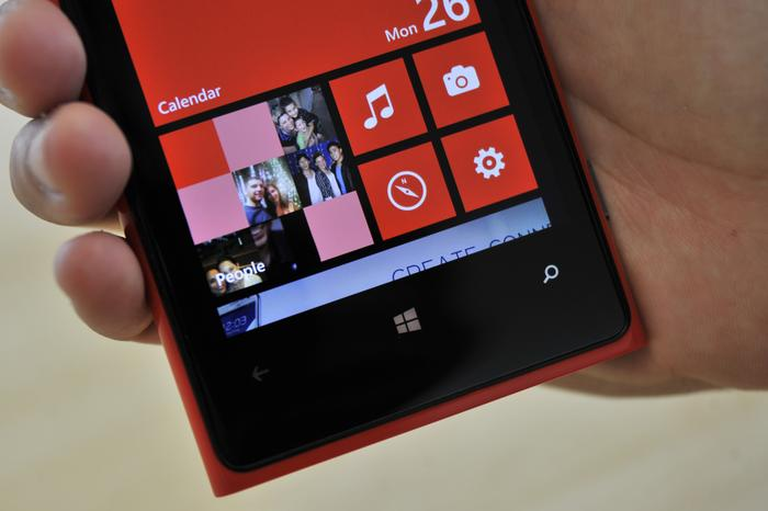 The Lumia 920's screen displays vibrant colours and has excellent viewing angles.