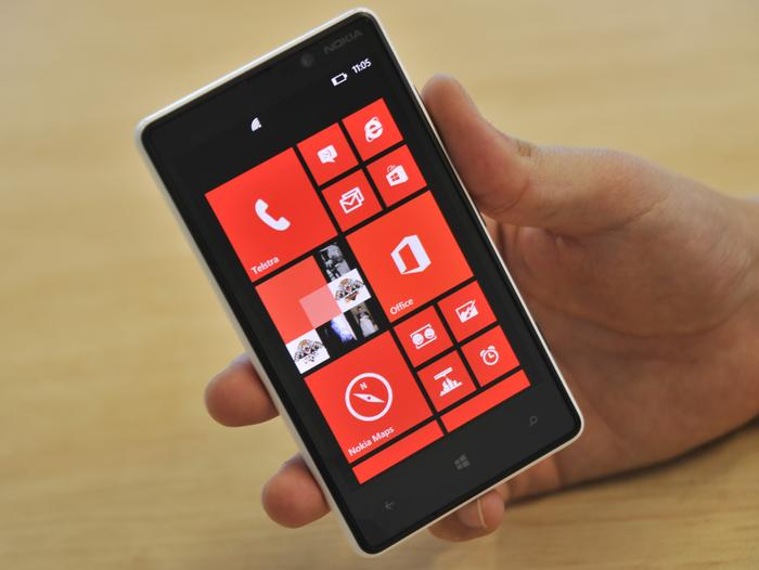 The Lumia 820 is easy to hold and use single handedly.