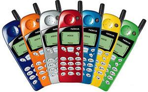 In 1998, The Nokia 5110 offered swappable shells.